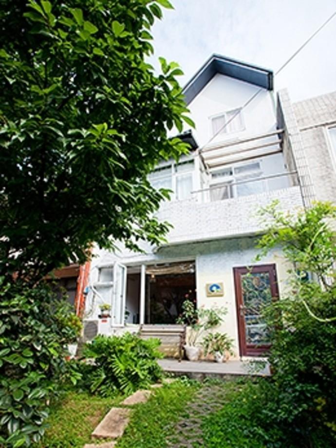 塔卡的家为一全新装潢之民宿,且采用木质地板的设计风格,整体空间
