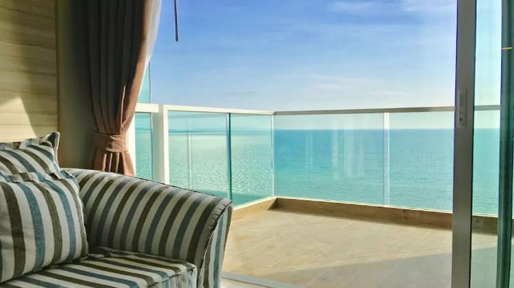 海濱公寓27F(Dasiri Cetus 1BR Beachfront Condo 27th Floor)